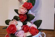 cascata di fiori in tazza