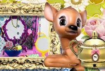 Kitsch / Word jij ook zo vrolijk van al die kitscherige spulletjes? Je weet wel, van die foute gouden theepotten, van die té roze koekoeksklokken of van die retro lampen die eigenlijk zó fout zijn, dat je ze gewoon in huis móet hebben! Hier vindt je volop inspiratie!