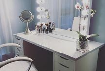 Main bedroom makeup vanities