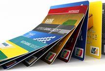 Bezpiczna Płatność / Czytnik linii papilarnych do kart płatniczych  Oferowany przez nas produkt służy do autoryzacji płatności zbliżeniowych przy pomocy odcisku palca. Czytnik linii papilarnych będzie znajdował się na naklejce, którą należy przykleić  na chipie karty płatniczej lub kredytowej.