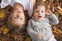 """Rebecca Vittoria e mamma / Dai un bacio a chi vuoi tu: foto di famiglia e di quotidianità. Regala o regalati una sessione fotografica con chi ami. """"Gli amici vanno e vengono. Le sorelle restano per sempre."""" www.daiunbacioachivuoitu.it"""