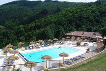 Frankrijk, L' Ardechois / Luxe safaritent op Camping L'Ardechois in de Ardèche. Kleine, ruim opgezette familiecamping met verwarmd zwembad met uitzicht, apart kinderbad, barretje en  restaurant met terras. Bezoek de weekmarkten in La Voulte, Le Cheylard, of  maak een kanotocht op de L'Eyrieux.