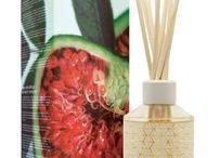 À l'heure du bain / Une gamme de soins vivifiants pour le corps à base d'essence de fruits et plantes parfumés pour prendre soin de votre peau et ravir vos sens.