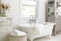 Bathrooms / Vintage shabby chic white