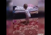 ребёнок танцует