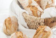 {Brot, die beste Sache der Welt} / Was geht schon über ein noch warmes, frisch gebackenes Brot mit etwas Salz? Der Himmel auf Erden und deshalb sammle ich hier leckere Rezepte für Brot und Brötchen.