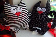 Коты и котики / Сумки с котами. Мягкие игрушки и подушки в виде котов