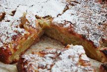 æblekage med marcipan og cremefraiche