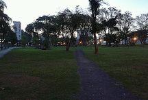Entre Fios / Projeto de arte na rua que será realizado em 7 locais de Curitiba , a partir da experiência do encontro com cada local será realizado uma ação performática para/com o espaço. Prêmio Funarte Artes na Rua 2014