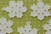 Créer des bijoux Noël / Toutes les fournitures pour imaginer et créer des bijoux fantaisie sur le thème de Noël et de l'hiver.  http://www.materiel-bijoux.fr/28-fournitures-speciales-noel
