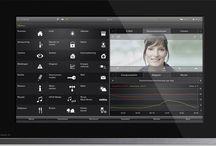Huisautomatisering / Stuur slimme apparaten thuis aan via een tablet, smartphone, afstandsbediening of met een touchscreen aan de muur.