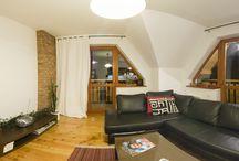 Kasprowy Wierch - Apartament VisitZakopane.pl / Ten przytulny apartament znajduje się w spokojnej i zielonej okolicy, zaledwie kilka minut spacerem od granicy Tatrzańskiego Parku Narodowego. Posiada aż trzy słoneczne balkony, z których można podziwiać majestatyczny Giewont. W pobliżu znajdują się regionalne karczmy, w których można poczuć prawdziwą atmosferę Zakopanego. Zapraszamy :)