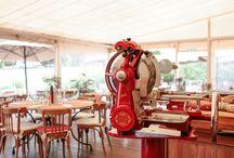 Restauration - Le Bistrot de Benjamin / Découvrez le Bistrot, un endroit authentique pour goûter une cuisine dont les produits, sélectionnés par le Chef, sauront combler les petites faims dans une atmosphère conviviale et authentique. A l'intérieur, le salon autour de la cheminée s'agrandit pour le plus grand plaisir de tous. En extérieur, la terrasse couverte et chauffée s'apprécie à ciel ouvert à la belle saison. Notre Chef Pâtissière, Laure Platiau,  offre une palette de gourmandises sucrées à savourer tout au long de la journée.