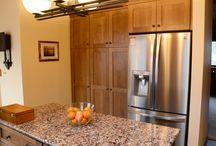 QSWO - Mesquite - Shaker Medium / Designer: Richard Masgay – Cabinet Discounters  Specie: Quarter Sawn White Oak Color: Mesquite Overlay: FOLC Doors: Shaker Medium Drawers: 5pc Flat