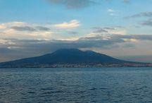 Vesuvio / Il vulcano è per il nostro popolo più certo della stella polare. Non tutti i napoletani dentro le loro case sanno indicare aldilà del soffitto dov'è il carro de