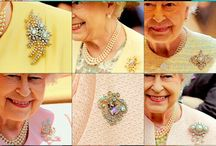 Queen Elizabeth's brooches
