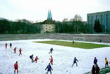 European Fields: The Landscape of Lower League Football / Acercamiento al interesantísimo libro de Hans Van der Meer. Retrato paisajístico de los campos de divisiones menores del fútbol Europeo