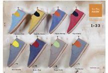 Toni Pons / Toni Pons es actualmente uno de los fabricantes de alpargatas con más proyección internacional, empezó en el año 1946 en una pequeña fábrica de Osor (Girona) elaborando alpargatas de yute con suela de goma, y ha ido adaptándose poco a poco a las nuevas tendencias de un sector que primordialmente valora, la comodidad, la fantasía, y el diseño, manteniendo siempre la fabricación artesanal con materiales naturales de alta calidad.