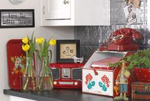 Retro Vintage Kitchens / Vintage kitchen collectibles, décor and inspiration for decorating a Retro Vintage Style Cottage Kitchen.