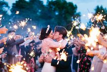 // Insanely amazing SPARKLER photography // / Sparkler photography at weddings and how to capture magic with sparklers.