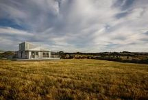 f r e e d o m / The Freedom house incorporates three bedrooms and an open-plan living space. The house sits comfortably on both sloping and flat sites in country or beach areas.