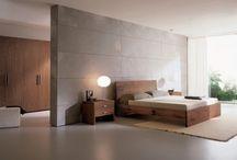 Slaapkamer grijsbeton met notenhout