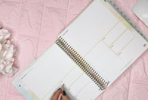 2018 Daily Planner / Life is so much more than a to-do list. Increase your productivity, focus on healthy habits and live your life filled with happiness and gratitude. Your kitlife daily planner balances beauty and brains in a way no other life planner does.  #dailyplanner #lifeplanner #2018planner #planwithme #plannerreview