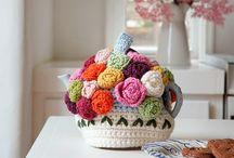Roses poses tea cosie / Tea cosie