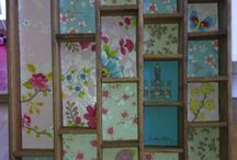 Easy DIY mini shelf / Made out of different kinds of wallpaper.