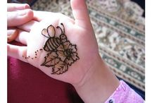 Simple Mehndi Designs for Kids / http://ideas4diy.com/mehndi-designs-for-kids/  Let her chose the design from these creative ones and get a smile on her face with bright hands and legs. Sharing some Pretty Mehndi Designs for Kids