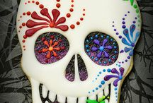 Halloween Party | Day of the Dead / Lots of lovely inspiration for a Halloween Party! Sugar skull makeup, day of the dead costumes and how to make sugar skull cookies!
