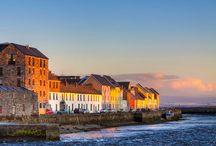 """Írország legszebb látnivalói / Szerző: Mónok Gabriella - A gazdag kelta kultúrájától a lélegzetelállító szépségű, változatos tájakig, Írország egy kedvelt úti célpont, amely méltó szinte mitikus hírnevéhez. Az """"Emerald Isle"""" tényleg smaragdzöld, a látnivalók igazán lenyűgözőek, és az emberek valóban barátságosak itt. Az alábbi válogatás Írország legjobb helyeit mutatja be."""