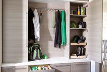 dużo zabudowanych szafek i szuflad