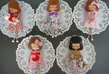 Broches de muñequitas