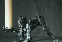 Design / Kleinplastiken und Accessoires vom Kerzenmonster bis zum silbernen Kugelschreiber mit Maharadscha Figur