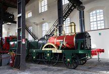 Locomotive - The locomotives / Gli esemplari più belli del patrimonio rotabile delle Ferrovie dello Stato Italiane, dalla storica Bayard, che inaugurò la linea Napoli-Portici nel 1839, al famoso Settebello, primo treno ad alta velocità in esercizio dagli anni '50.
