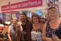 En Coulisses l Boutique / Les candidats de l'émission Cousu Main sont venus faire leur shopping dans notre boutique Les Coupons de Saint Pierre ! Jesus, Severine, Carmen, Anne, Isabelle et aussi Laurence !