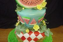 Top Watermelon Cakes / These sweet treats are perfect for a barbecue or to celebrate #NationalWatermelonDay!  #top-cakes #watermelon #cakecentral