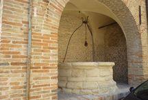 Fratte Rosa dentro le mura / Una parte del paese di Fratte Rosa vista dal interno delle mura