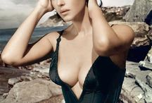 Model Monica Bellucci ICON / Gorgeous Monica.... what can I say. The formula of femininity.