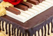 Music Cakes / Featuring the best cakes and desserts with music or musical instrument themes! So many fun ideas!
