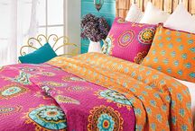 bedding, curtains, etc... / by Patti Sizemore