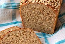 Brot backen ohne Brotbackautomat / Fast nichts ist so lecker wie frisch gebackenes Brot. Einen Brotbackautomat braucht man dafür nicht. Nur manchmal etwas Geduld und kräftige Hände.