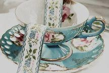 L'heure du thé / Quelles joies de prendre un thé entre amis (es).