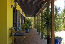 casa amarela com varanda