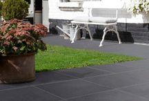 Terrastegels Marlux / Terrastegels van Marlux: mooi, sterk en onderhoudsvriendelijk. Uw terrastegels moeten aan drie voorwaarden voldoen: ze moeten mooi zijn, gemakkelijk te onderhouden en bestand tegen een stootje. De betontegels van Marlux combineren al die kwaliteiten. Bovendien vindt u hier betontegels voor uw terras in veel verschillende formaten, kleuren en afwerking – ideaal om uw tuin een uniek karakter te geven.