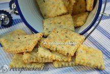 kekszek és sajtos finomságok