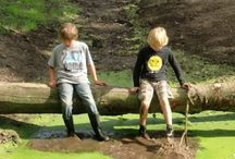 Spelen in en met de natuur / Play in nature / Spelen in de natuur, gebruik maken van wat de natuur aan speelruimte en mogelijkheden biedt, of speelruimte zo natuurlijk mogelijk inrichten.