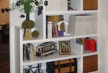 Work station for kids / Rincón de estudio para la familia en un depto en Palermo, Buenos Aires. Muebles realizados en madera laqueada blanca combinada con detalles en cerejeira al natural. Telas de De Levie.