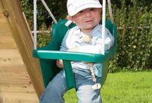 *** Houpačky ***  / Zahradní houpačky pro děti se těší velké oblibě. K nabízeným houpačkám můžete připojit také skluzavku a vaše zahradní hřiště tak bude ještě zábavnější. Pokud chcete, vyústění ze skluzavky může vést také třeba do pískoviště.